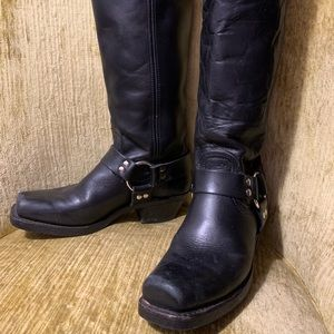 Classic Frye boots in excellent condition! 8